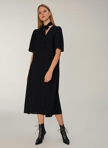 NGSTYLE Fular Yakalı Midi Elbise Siyah